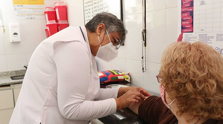 En julio vacunarán en Santa Fe contra la gripe al personal de comedores escolares