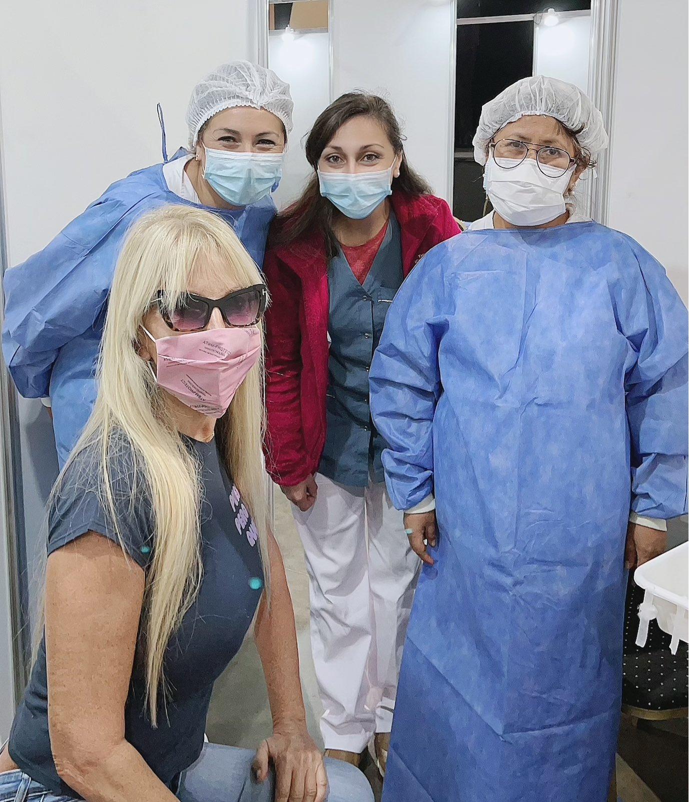 Vacunaron a Graciela Alfano, pero esta vez con ropa